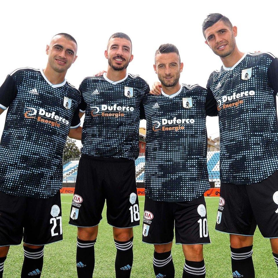 Pantaloncino ufficiale Serie B stag. 2019/20 adidas nero (DIVISA DA TRASFERTA) - Virtus Entella Store